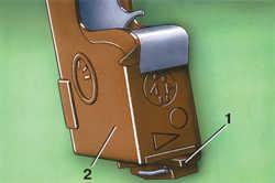 1.16 Блокировка внутренней ручки замка задней двери