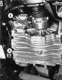 1.22 Проверка уровня масла механической коробки передач Audi 80