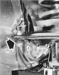10.2 Проверка пылезащитных чехлов и люфта наконечников поперечных рулевых тяг