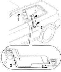 13.58 Снятие и установка накладки стойки В