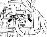 10.8 Снятие и установка выключателя стоп-сигнала