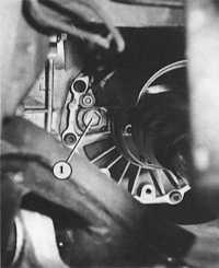 2.19 Проверка уровня масла в механической коробке передач
