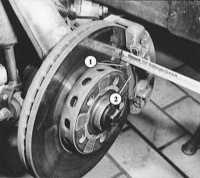 13.9 Измерение толщины накладок передних дисковых тормозов