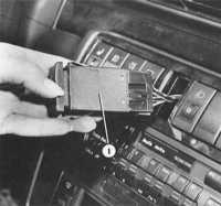 18.1 Проверка системы указателей поворотов и аварийной сигнализации