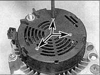 8.1.5 Замена держателя щеток и регулятора напряжения генератора