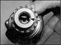 10.24 Вакуумный насос (дизельные и бензиновые двигатели объемом   2,3 л)