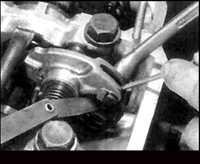 2.20 Проверка и регулировка зазоров в клапанах (кроме двигателя М40)