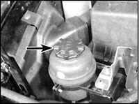 2.9 Проверка и восстановление уровня жидкости в руле
