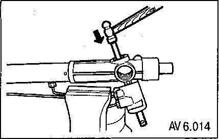 6.4 Снятие и установка ведущего вала-шестерни с клапаном управления