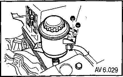 6.7 Снятие и установка бачка для гидравлической жидкости