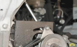 7.3 Проверка натяжения и регулировка ремня привода насоса гидроусилителя Chevrolet Niva