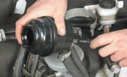 7.5 Замена бачка гидросистемы усилителя рулевого управления Chevrolet Niva