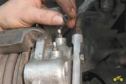 8.4 Замена тормозной жидкости Chevrolet Niva
