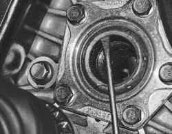6.2.5 Замена сальников коробки передач