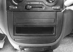 11.17.3 Снятие и установка блока управления системой отопления и кондиционирования