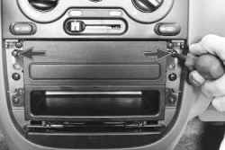 11.17.3 Снятие и установка блока управления системой отопления и кондиционирования Daewoo Lanos