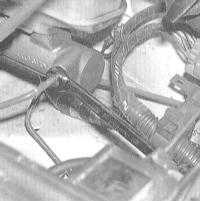 9.7 Снятие и установка главного тормозного цилиндра