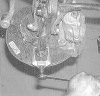 10.7 Снятие и установка нижнего рычага управления передней подвески