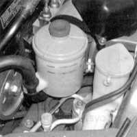 3.6 Проверка уровня жидкости гидроусилителя руля (каждые 4 800 км пробега или раз в три месяца)