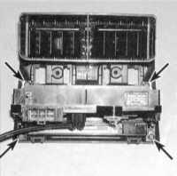 5.12 Снятие и установка сборки панели управления функционированием отопителя и кондиционера воздуха, регулировка приводного троса