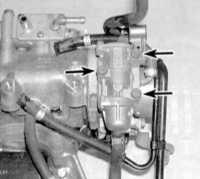 8.16 Проверка исправности состояния и замена термочувствительного клапана оборотов быстрого холостого хода (FIT)