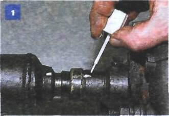 13.4 Замена сальника шлицевого соединения фланца эластичной муфты и хвостовика переднего карданного вала