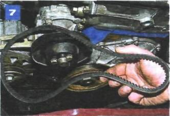 Регулировка натяжения и замена ремня привода насоса охлаждающей жидкости на автомобиле с двигателем ВАЗ-2106