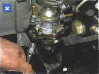 Снятие топливного насоса на автомобиле с двигателем ВАЗ-2106