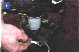 10.4 Снятие главного цилиндра гидропривода сцепления