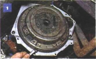 10.9 Замена кожуха и ведомого диска сцепления на автомобиле с двигателем ВАЗ-2106