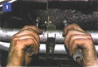 9.2 Снятие приемной трубы на автомобиле с двигателем УМПО-331