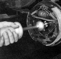 13.15 Снятие и установка задней полуоси и сборки подшипника Jeep Grand Cherokee