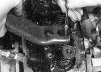3.6 Замена клапанных пружин, их тарелок и маслоотражательных колпачков Jeep Grand Cherokee