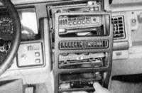 6.11 Снятие и установка сборки управления отопителем и кондиционером воздуха