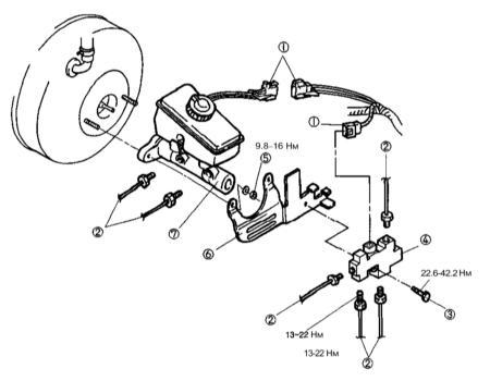 10.7 Снятие, обслуживание и установка главного тормозного цилиндра