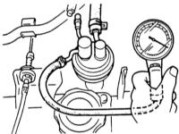 6.5  Снятие и установка/проверка топливного насоса