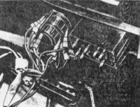 12.30 Снятие и установка центральной консоли