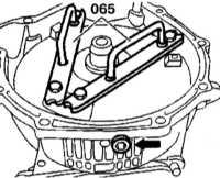 9.3.20 Снятие, проверка состояния и установка преобразователя вращения   (гидротрансформатора)