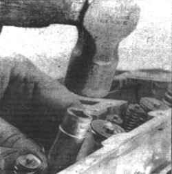 3.6 Пружины клапанов, крепления и накладки - замена Mitsubishi Colt