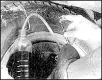 11.11 Удаление воздуха из гидропривода тормозов Mitsubishi Pajero