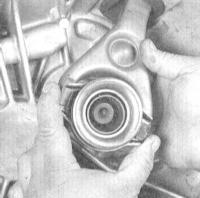 10.7 Снятие, проверка состояния и установка выжимного подшипника и   рычага выключения сцепления