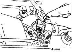 11.4 Блокирующий переключатель - проверка и регулировка Nissan Terrano II
