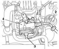 11.17 Снятие и установка вакуумного насоса сервопривода тормозного усилителя   (дизельные модели)