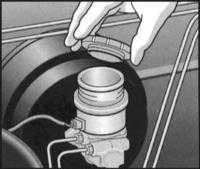 2.4 Проверка уровней жидкостей Opel Frontera