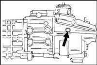 2.15 Проверка уровня масла в ручной коробке переключения передач и раздаточной коробке