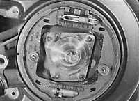 16.8 Замена тормозных колодок ручного тормоза на задних дисковых тормозах Opel Vectra A