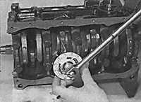 3.5.21 Установка поршней с шатунами Opel Vectra B