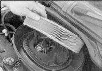 2.25 Замена фильтрующего элемента воздушного фильтра Renault Megane