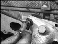 7.21  Снятие и установка на место выпускного коллектора Saab 9000
