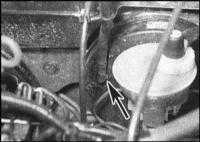 11.14 Снятие, проверка состояния и установка контрольного клапана вакуумного усилителя тормозов со шлангом